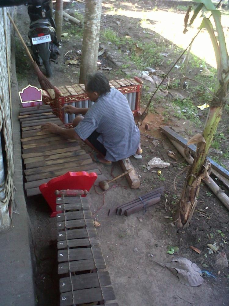 Masih Langkanya Jumlah Pengrajin Gamelan Jawa