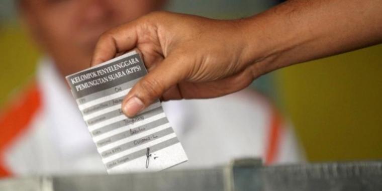 Keberhasilan Pilkada Serentak Sebagai Indikator Hidupnya Demokrasi di Indonesia