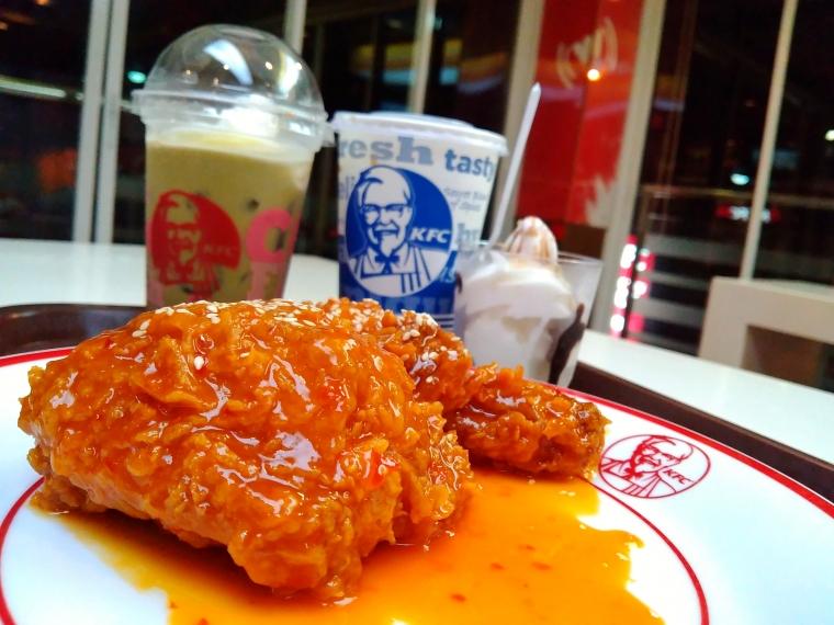KFC Hotz Chicken, Menu Baru Pecinta Rasa Pedas oleh Darwin ...