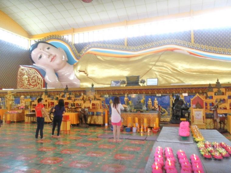 Potret Sleeping Buddha dan Leong San Thong Temple di Pulau Penang