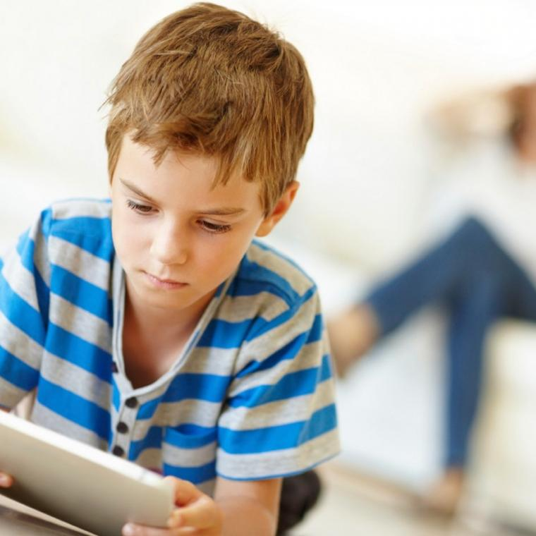 Waktu yang Tepat Berikan Gadget pada Anak