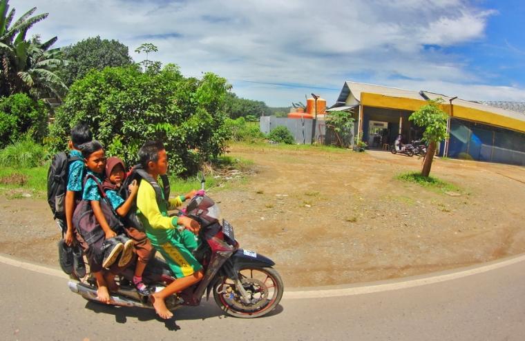 Nasib Generasi Muda di Atas Roda Sepeda Motor