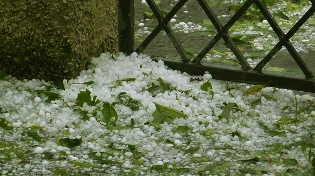 Bandung Perlu Peringatan Dini Hujan Es dari BMKG!