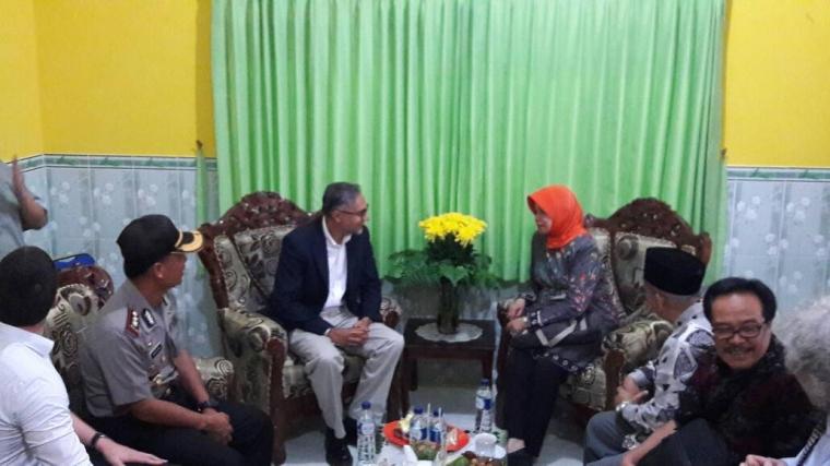 Kedatangan Dubes Inggris disambut oleh jajaran pejabat Kabupaten Kediri
