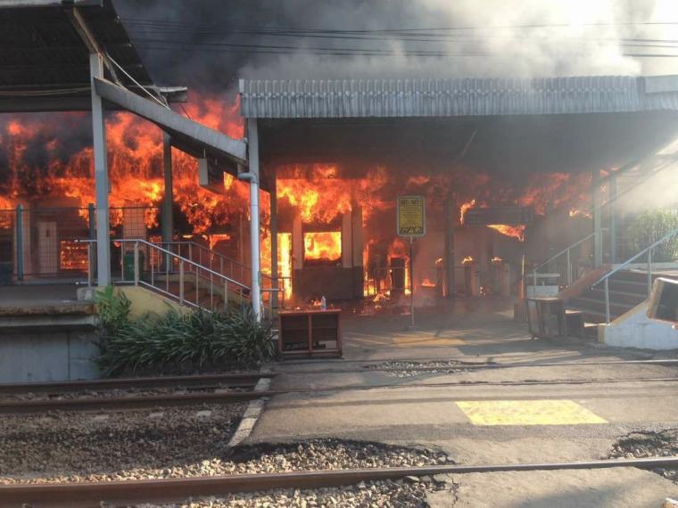 Stasiun Klender Terbakar, Sejumlah Jadwal Perjalanan Kereta Pagi Ini Terganggu