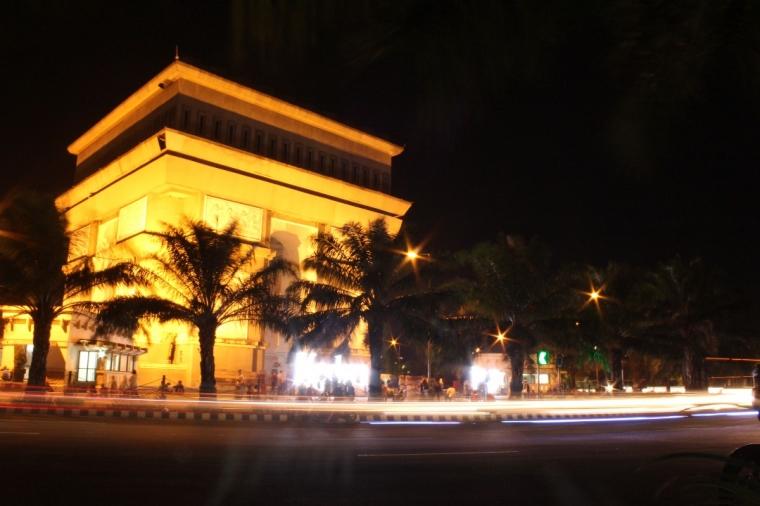 Liburan Murah dan Bermanfaat di Monumen Simpang Lima Gumul