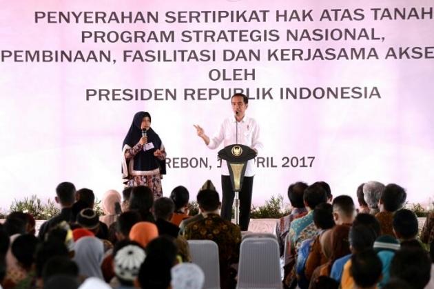 Jokowi Menebar Sertifikat untuk Rakyat