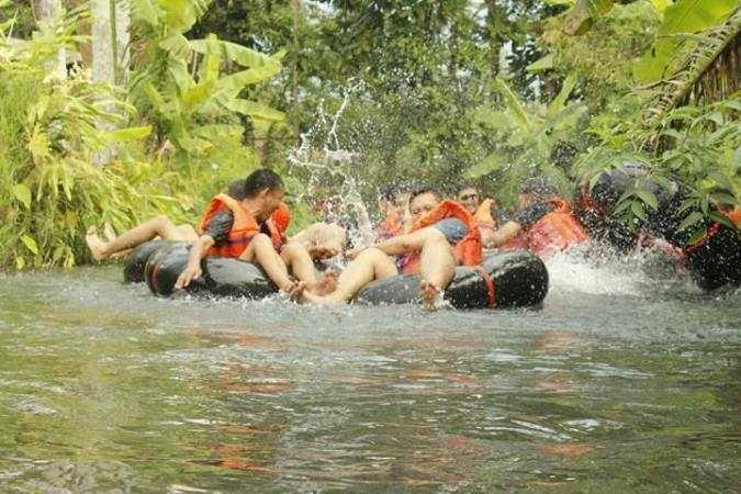 Bermodalkan Lima Ban Bekas, Suguhkan Wisata Sarat Tantangan