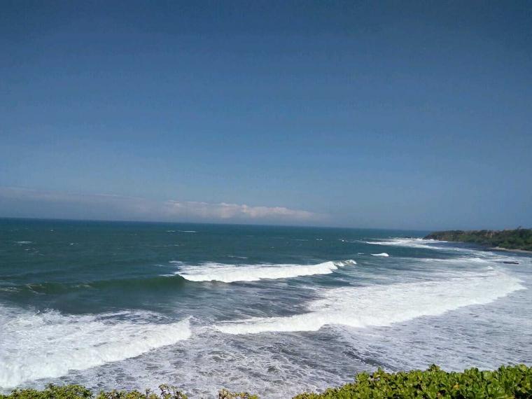 Weekend Santai di Pantai Puncak Guha, Garut