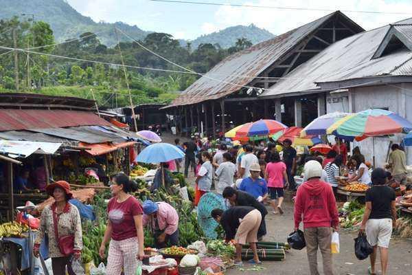 Belajar Ekonomi Lokal di Pasar Tradisional