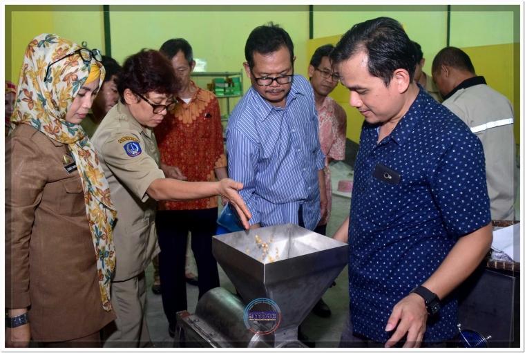 Pemkab Bantaeng dan BPPT Latih Penggunaan Mesin Extruder