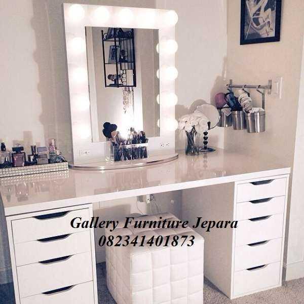 Meja Rias Lampu Artis Cat Duco Putih Minimalis Bikin Tambah Cantik dan Mempesona