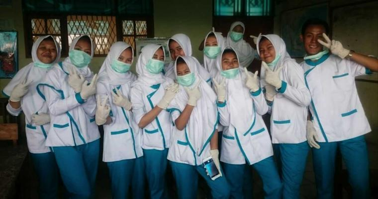 Antusias Siswa SMK Farmasi Bangun Nusantara Praktek Anatomi