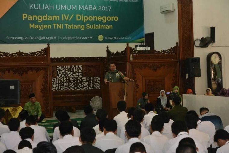 2.500 Mahasiswa Baru Unissula Mendapat Kuliah Umum Dari Pangdam IV/Diponegoro