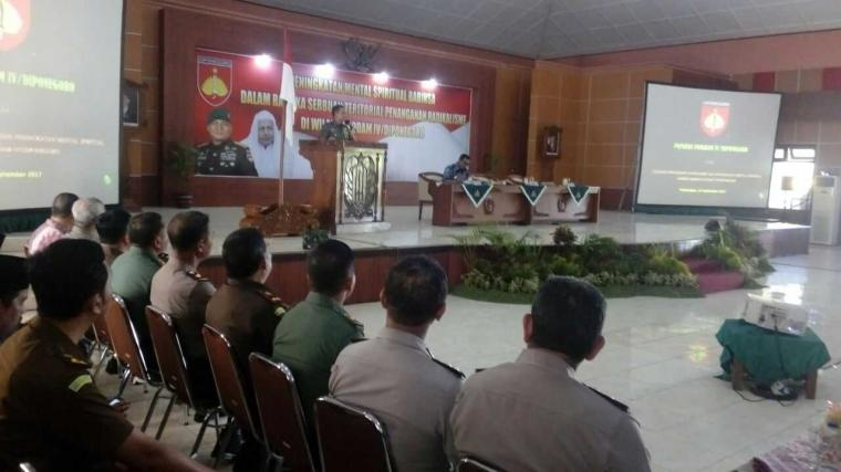 Pangdam IV/Diponegoro Membekali Babinsa dengan 4P dan 4D