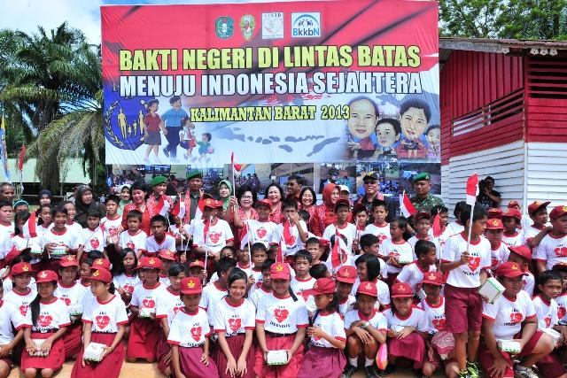 Lies Purnomo Bersama SIKIB Bakti Sosial di Perbatasan Kalimantan
