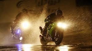 """Hujan-hujan Tetap Nyaman: """"Tips Berkendara Roda Dua di Kala Hujan Tiba"""""""