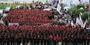 Memperingati May Day 2013 (Tangan di Atas Lebih Baik Dari Tangan di Bawah)