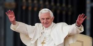 Paus Resmi Pensiun, Kardinal Mulai Berkumpul