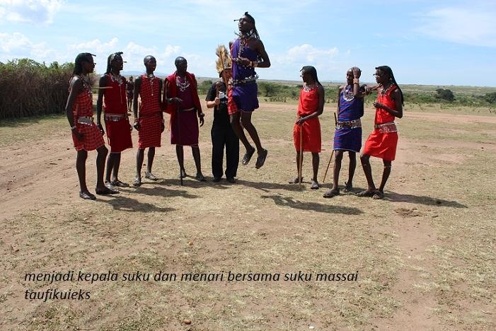 Menari dan Menjadi Kepala Suku Maasai di Kenya