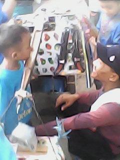 Bernostalgia Dengan Penjual Makanan dan Mainan di Masa Kanak-kanak