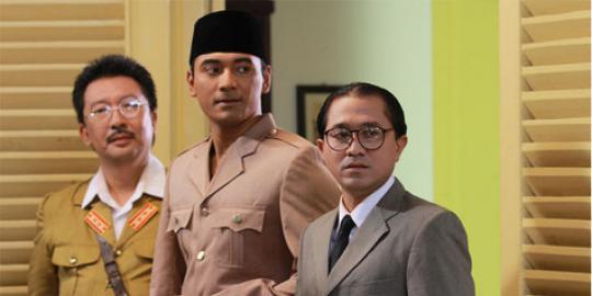 Kontroversi Film Soekarno (Perbandingan dengan Film JFK)