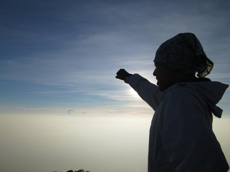 Menikmati Samudera Awan Di Gunung Cikuray