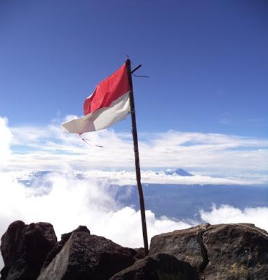 Catatan Perjalanan: Gunung Arjuno, Kini Muncul di Balik Kabut