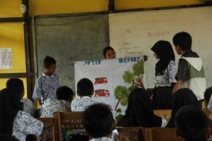 Berbagi Cerita Hutan untuk Siswa-siswi SMP dengan Media Flipchart