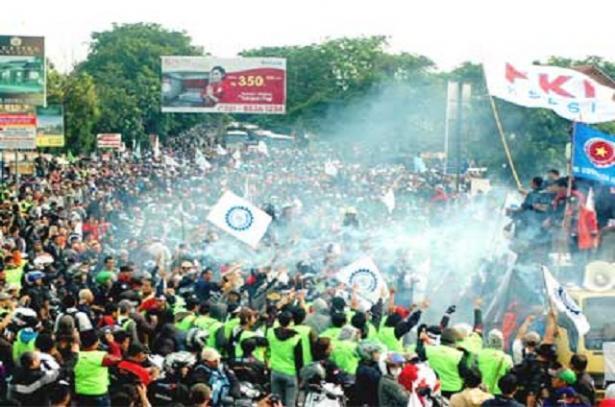 Demo Buruh: Siapa yang Untung dan Siapa yang Buntung?
