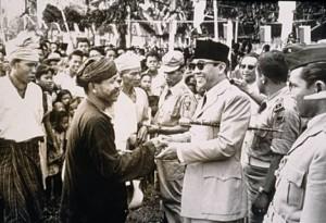 Catatan  Awal Sejarah Banten Selatan  1950-an, Cerita Keterpencilan, Cerita Orang Kenekes dan Pantai Carita