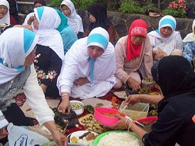 Cucurak: Tradisi Makan-Makan Sebelum Bulan Puasa di Bogor