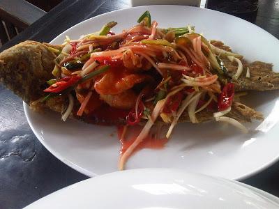 Makan Plus-plus di Telaga Sampireun
