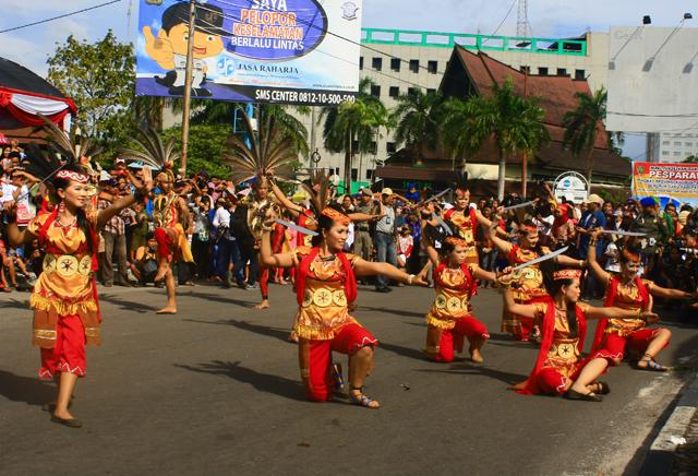 Kemeriahan Festival Budaya Isen Mulang di Kalteng