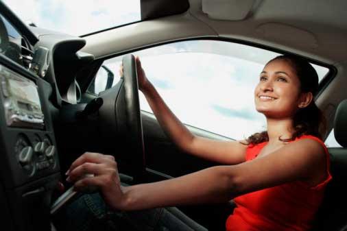 Kisah Lucu dan Pentingnya Bisa Mengendarai Mobil dan Motor Bagi IRT