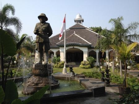 Wisata Politik ke Kota Solo
