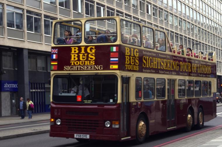 """Bus Wisata """"Werkudara"""": antara Solo dan London"""