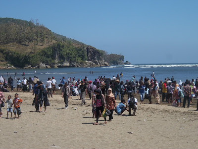 Pantai Logending Kebumen