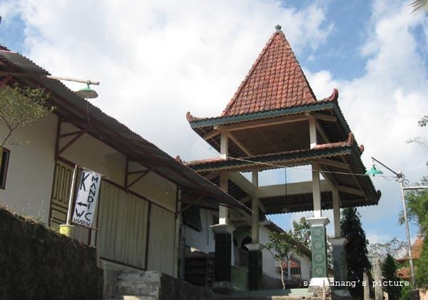 Makam Kyai Raden Santri Gunung Pring
