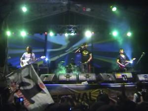 Konser Band Ungu di Bondowoso Ricuh