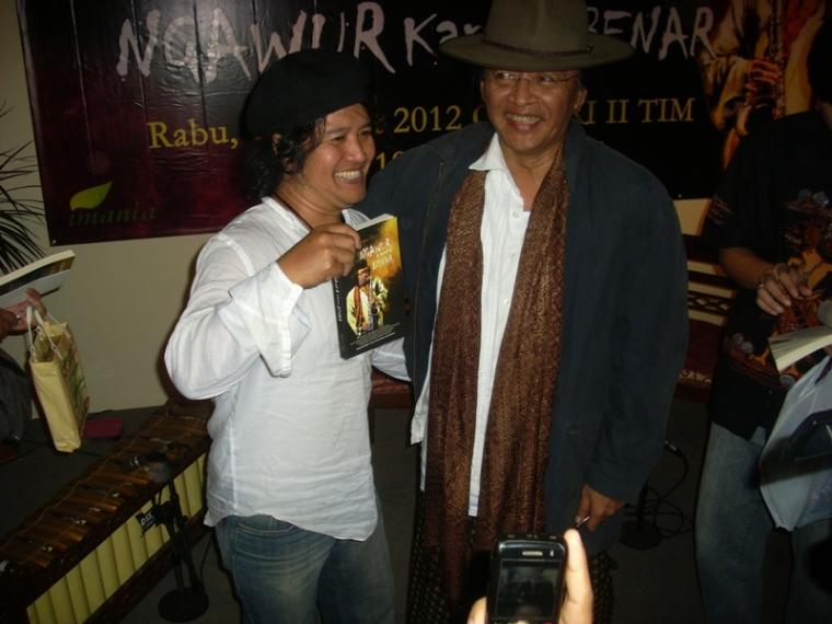 """Launching buku dan Book Signing """"Ngawur Karena Benar"""" Karya Mbah Sujiwo Tejo"""
