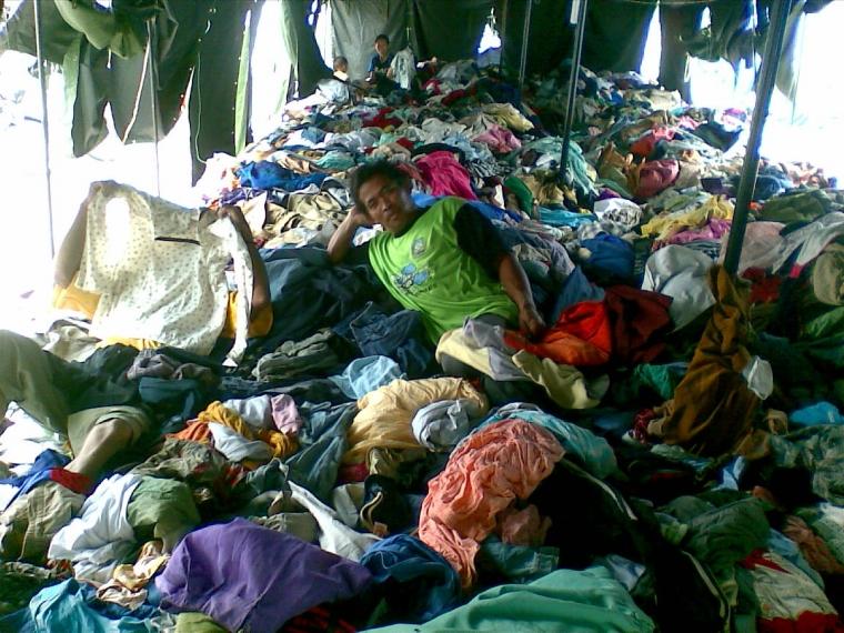 Baju Bekas Atau Tumpukan Sampah Baju?