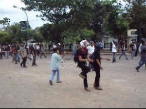 Demo di Makassar, Warga Vs Mahasiswa; Lagu Lama