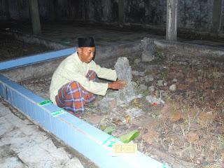 Mengungkap Kekeramatan Makam Maulana Kedungmalang Jepara