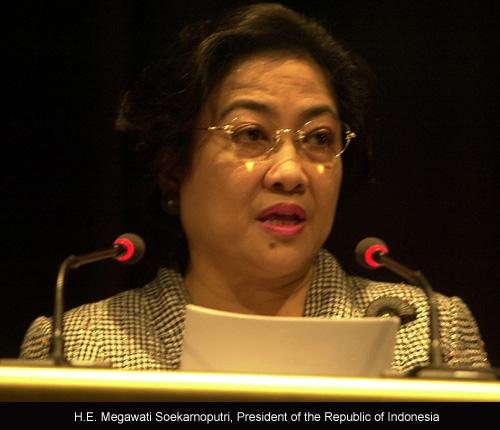 Seharusnya Kita Bangga Kepada Ibu Megawati, Bukan Mencaci Makinya.