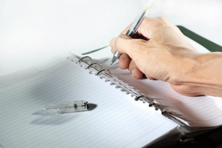 Kadang Malu Membaca Tulisan Sendiri di Koran