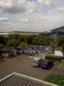 Demo Buruh Bekasi Lumpuhkan Kawasan Cikarang & Cibitung