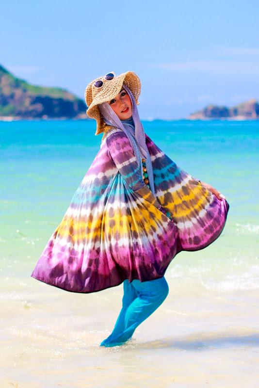 Traveling Ke Pantai? Ini Tips Busana untuk Hijabers oleh Ade Ayu Fitri Atmaja - Kompasiana.com