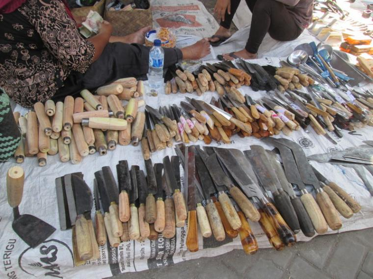 Pembuatan Pisau Dan Alat Pertanian Di Pasar Gawok