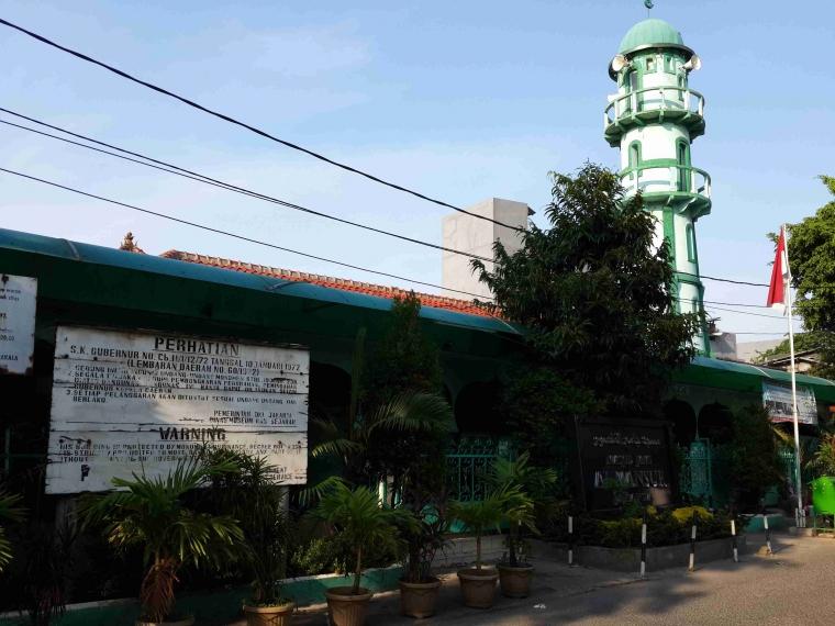 Masjid Al Mansyur: Aksi Nekat di Atas Menara